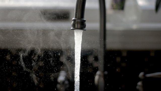 水道の蛇口から出る水道水